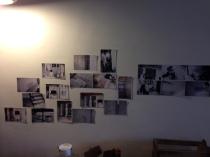 牆上掛滿了改造前的照片