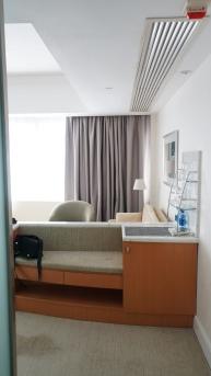 升等後的房間有沙發區