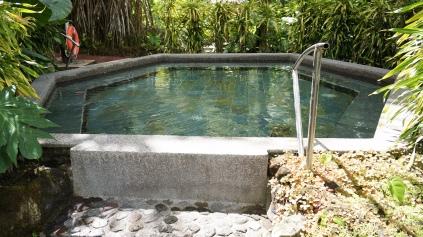 幾個熱湯中間會穿插著的冷池!
