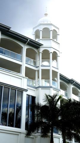 這些陽台是面向海的高級房型專屬的,殘念