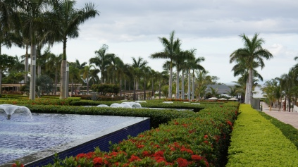 整條花園噴泉走道。。
