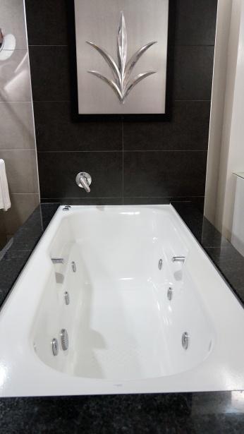 還有按摩浴缸耶@@