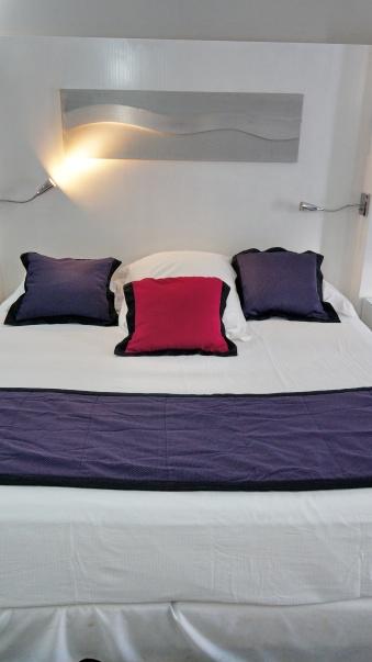 共有六個枕頭(3方、2正常、1大)