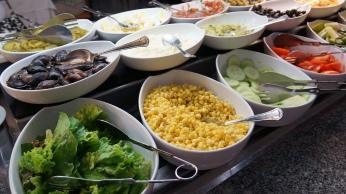 看到甜玉米。。怎麼能不吃沙拉呢?