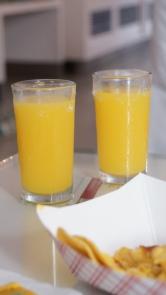 Room Service叫的兩杯柳橙汁