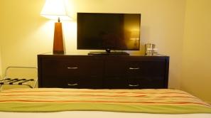 床正對面的大電視~